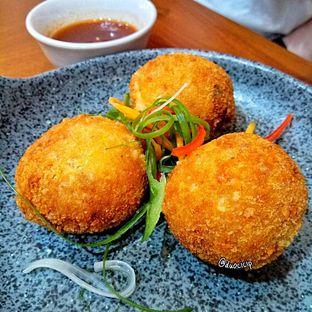 Foto 4 - Makanan(Bitterballen) di Sinou oleh duocicip