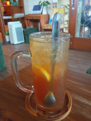 Foto 1 - Makanan(Ice Lemon Tea (IDR 28k) ) di Toodz House oleh Renodaneswara @caesarinodswr