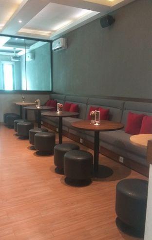 Foto 3 - Interior di Tavor Cafe oleh Renodaneswara @caesarinodswr