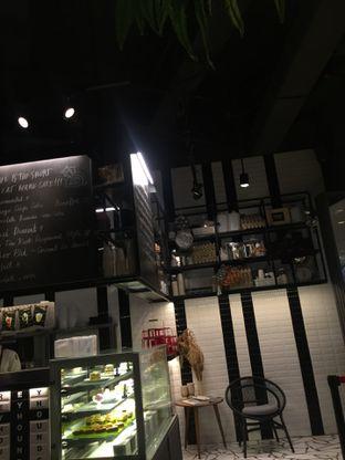 Foto 9 - Interior di Greyhound Cafe oleh @Itsjusterr