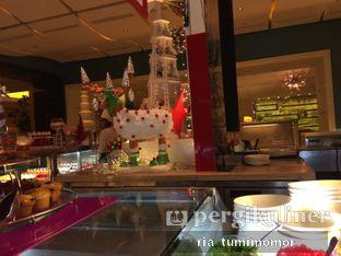 Foto 6 - Interior di The Cafe - Hotel Mulia oleh Ria Tumimomor
