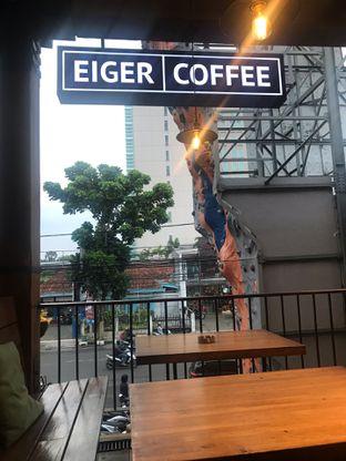 Foto 6 - Interior di Eiger Coffee oleh Fadhlur Rohman