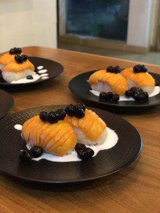 Foto 1 - Makanan(Mango Sticky Sushi) di Baiza Sushi oleh YSfoodspottings