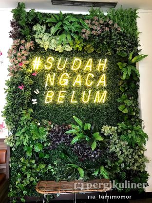 Foto 1 - Interior di Kaca Coffee & Eatery oleh Ria Tumimomor IG: @riamrt