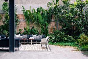 Foto 11 - Interior di Greyhound Cafe oleh Indra Mulia