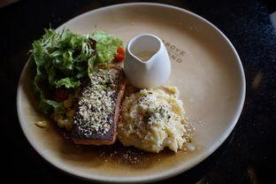 Foto 5 - Makanan(Salmon Steak) di Above and Beyond oleh Fadhlur Rohman