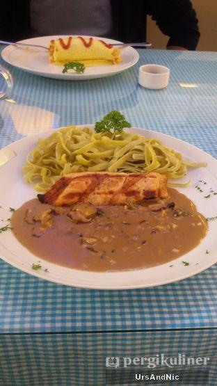 Foto 7 - Makanan(Salmon Steak Tagliatelle Verde with mushroom gravy) di Lady Alice Tea Room oleh UrsAndNic