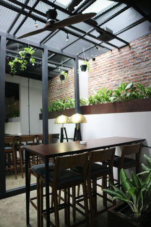 Foto 3 - Interior di 7AM Coffee oleh feedthecat