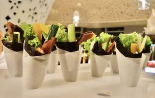 Foto 10 - Makanan di The Cafe - Hotel Mulia oleh Andrika Nadia
