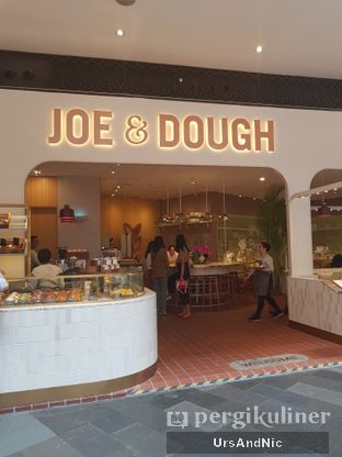 Foto 4 - Interior di Joe & Dough oleh UrsAndNic