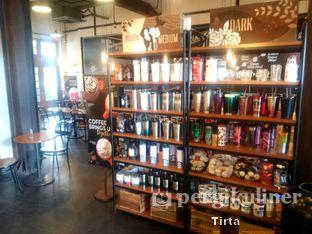 Foto 7 - Interior di Starbucks Coffee oleh Tirta Lie