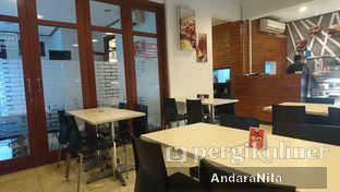 Foto 6 - Interior di AH Resto Cafe oleh AndaraNila