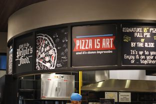 Foto 4 - Interior di The Kitchen by Pizza Hut oleh Erika Karmelia