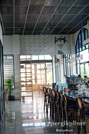 Foto 5 - Interior di Kowok Coffee & Eatery oleh Darsehsri Handayani