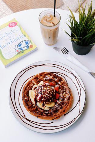 Foto 2 - Makanan di BROWNFOX Waffle & Coffee oleh Indra Mulia