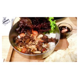 Foto 2 - Makanan(Spicy Oxtail Rice Bowl) di The Larder at 55 oleh Novita Purnamasari