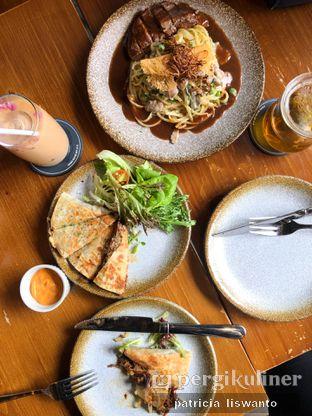 Foto - Makanan(pulled pork quesadilla & beef pasta & Rose Latte) di Ombe Kofie oleh Patsyy