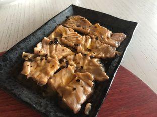 Foto 3 - Makanan(Salmon Tataki) di Gyoza Bar oleh Oswin Liandow