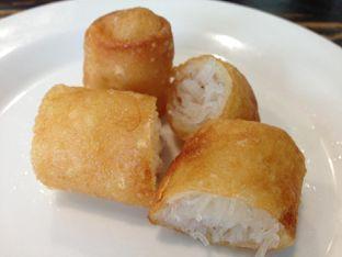 Foto 1 - Makanan(Risol) di Soto Betawi Nyonya Afung oleh awakmutukangmakan