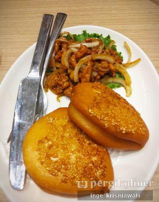 Foto 2 - Makanan(Shredded Meat Bun) di PUTIEN oleh Inge Inge