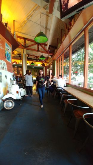 Foto 5 - Interior di Blumchen Coffee oleh om doyanjajan