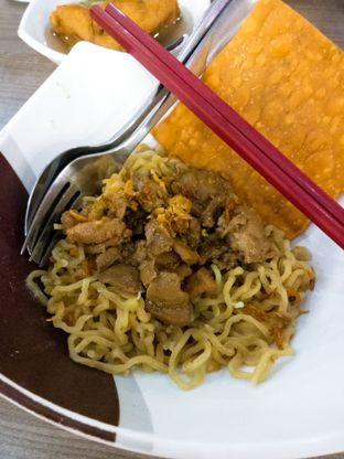 Foto 1 - Makanan(Bakmi Keriting Ayam Asin Batagor) di BMK (Baso Malang Karapitan) oleh Ratu Aghnia