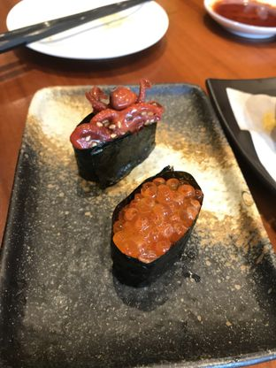 Foto 10 - Makanan(Ikura Gunkan & Idako Gunkan) di Sushi Masa oleh Aireen Puspanagara