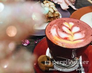 Foto 2 - Makanan(Red Velvet Latte) di Almondtree oleh Melody Utomo Putri