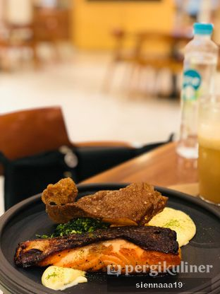 Foto 1 - Makanan(soy marinated salmon) di Hario Cafe oleh Sienna Paramitha
