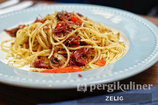 Foto 4 - Makanan(Corned Beef Spaghetti) di Bakerzin oleh @teddyzelig