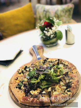 Foto - Makanan(black truffle pizza) di Lamoda oleh Sienna Paramitha