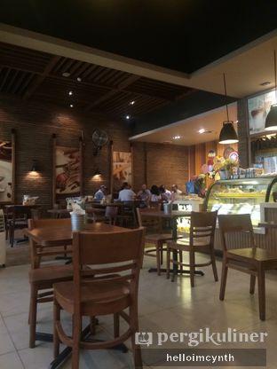 Foto 3 - Interior di Daily Bread Bakery Cafe oleh cynthia lim