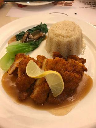 Foto 4 - Makanan(Crispy lemon hainan chicken) di Chatter Box oleh Jocelin Muliawan