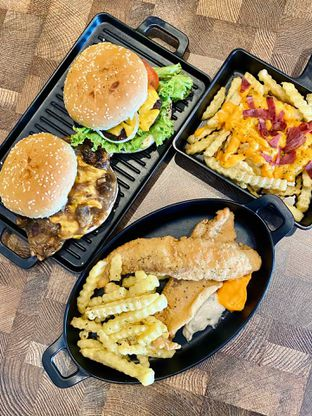 Foto 4 - Makanan di FIX Burger oleh feedthecat