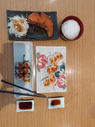 Foto 1 - Makanan di Sushi Hiro oleh Threesiana Dheriyani