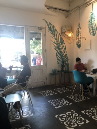 Foto 9 - Interior di Coffee With Me oleh Nanakoot