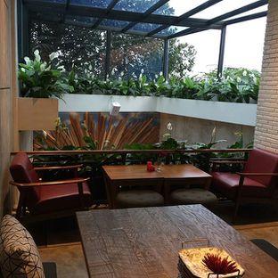 Foto 2 - Interior di Red Door Koffie House oleh Anne Yonathan