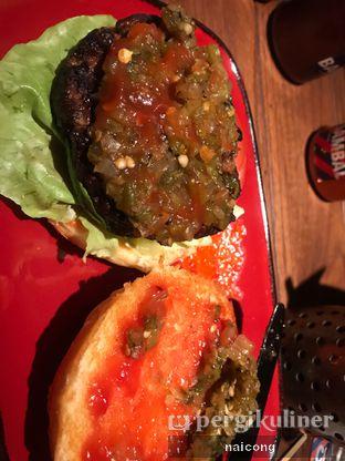 Foto 6 - Makanan di Le Burger oleh Icong