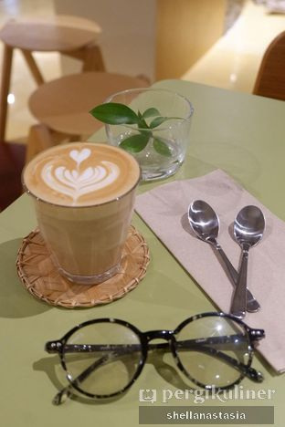Foto 1 - Makanan(Hot Latte) di Hunter and Grower oleh Shella Anastasia