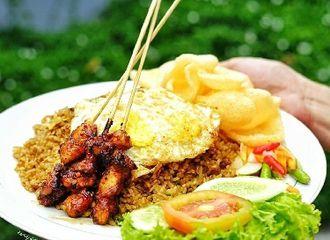 5 Pelengkap Nasi Goreng Indonesia yang Bikin Rasanya Semakin Enak