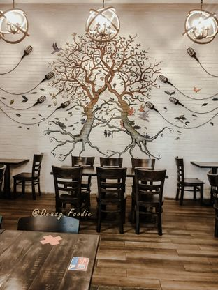 Foto 9 - Interior di Babochkaa Bistro & Coffee Bar oleh deasy foodie