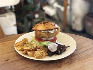 Foto 3 - Makanan(Chicken Burger) di Sama Dengan oleh feedthecat