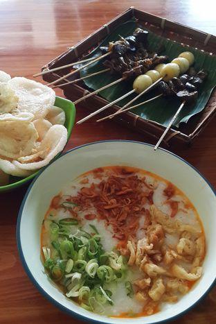Foto - Makanan(Bubur 1/2 + telur) di Bubur Ayam Kampung Nyemplung oleh Claudia @claudisfoodjournal