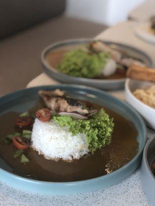 Foto 11 - Makanan(Pan Seared Salmon w/ Lemon Butter Sauce) di Twin House oleh YSfoodspottings