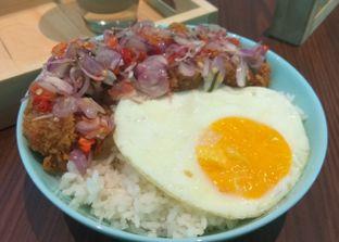 Foto 4 - Makanan(Bali Matah Bowl (IDR 33k) ) di Lab Cafe oleh Renodaneswara @caesarinodswr