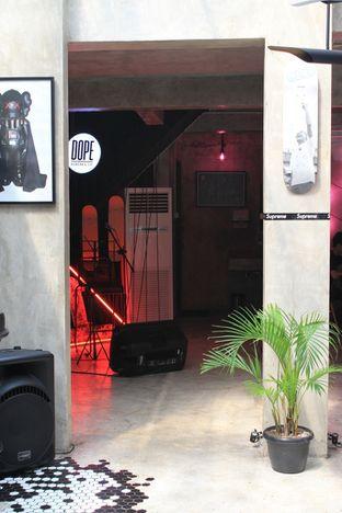 Foto 4 - Interior di Dope Burger & Co. oleh Prido ZH