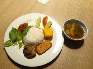 Foto 3 - Makanan di Dapoer Penyet oleh Emir Khaerul