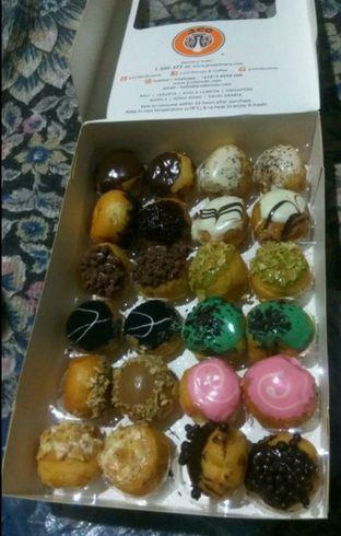 Foto - Makanan(donut box) di J.CO Donuts & Coffee oleh Renodaneswara @caesarinodswr