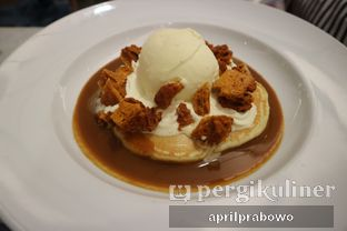 Foto 2 - Makanan(Honeycomb and Hot Salted Caramel Sauce) di Pancious oleh Cubi