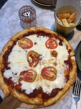 Foto 3 - Makanan(Pizza Margherita) di Padre oleh RI 347   Rihana & Ismail